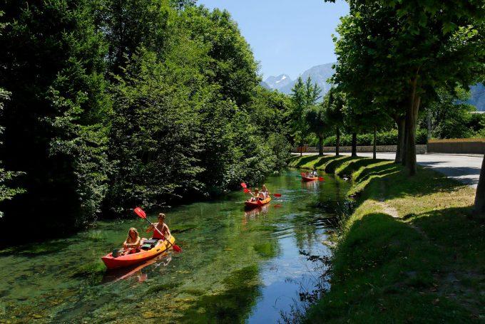 canoe sur la rive