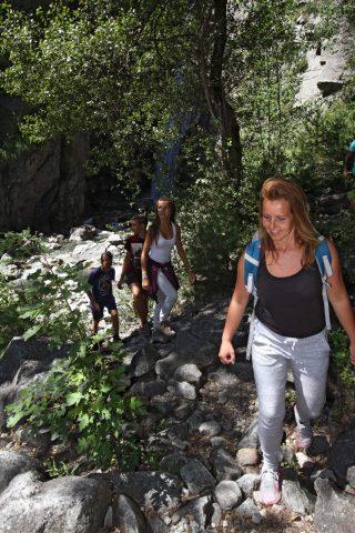 Promenade en famille à la Cascade de la Pisse